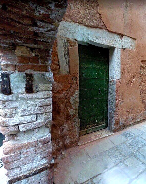 the green front door of the Mazin home in Venice