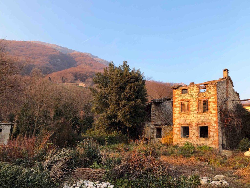 A ruined farmhouse in Borso del Grappa